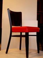 дървени столове с атрактивен дизайн за хотели