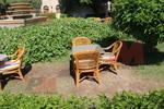 столове, произведени от мебели от естествен ратан